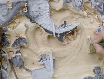 Alice au pays des merveilles en version sculpture sur bois, par Michail Bayko