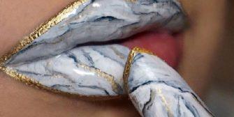 Des lèvres de marbre