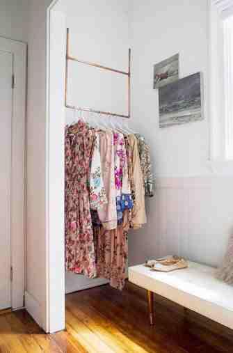 Une astuce géniale pour doubler l'espace de votre dressing