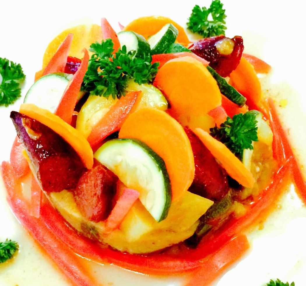 Dinde caramélisée, légumes croquants et coulis d'aubergines