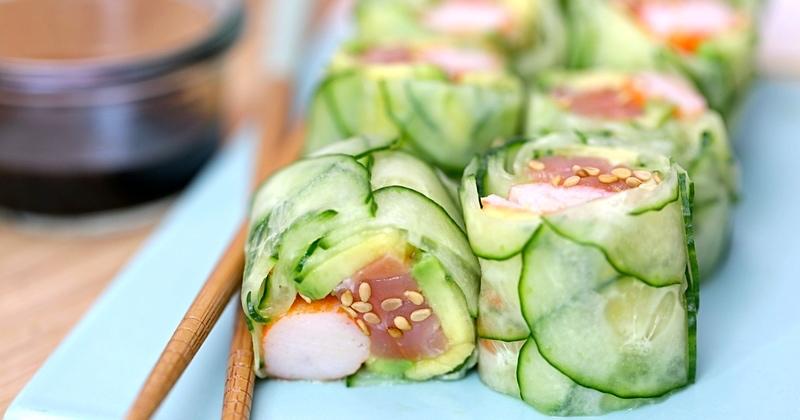 Makis en écaille de concombre au saumon et surimi