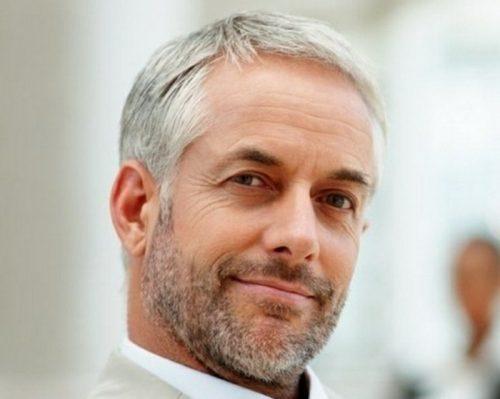 Cheveux gris sur homme
