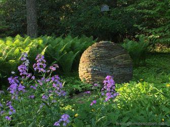 Les sculptures en pierre de l'artiste Devin Devine, créées sans ciment ni colle