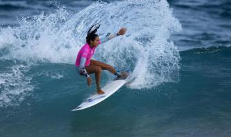 La tahitienne Vahine Fierro devient championne du monde de surf junior