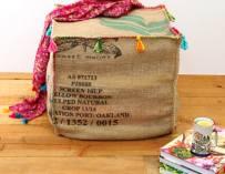 Comment faire un pouf avec un sac en toile de jute ?