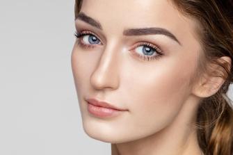 8 conseils simples pour faire repousser les sourcils