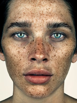 fubiz-FRECKLES_FINAL-SARA_CUMMINGS_BROCK_ELBANK_0038F-05