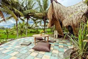 Un chalet écologique en bambou, situé au milieu des rizières de Ubud