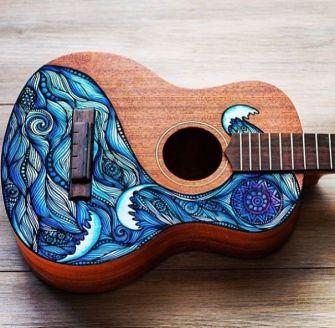 Lauren Swan transforme des ukulele en de vraies oeuvres d'art
