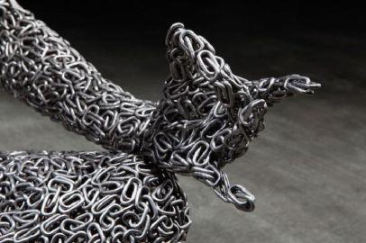 Les-Sculptures-grandeur-nature-de-Chaînes-de-Vélo-expriment-des-Émotions-humaines-puissantes-05