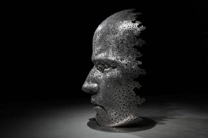 Les-Sculptures-grandeur-nature-de-Chaînes-de-Vélo-expriment-des-Émotions-humaines-puissantes-08
