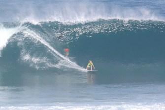 Ce gamin de 14 ans surfe Pipeline comme s'il y était né !