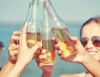Voici ce qui arrive à votre corps quand vous buvez de l'alcool en plein soleil