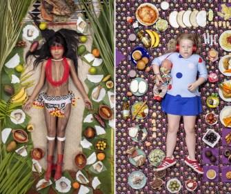 Des enfants du monde entier photographiés entourés par leur régime alimentaire hebdomadaire