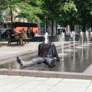 mannequins-city-street-art-installation-trolling-sculptor-artist-mark-jenkins-12-5d1317e3b35a1__700