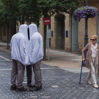 mannequins-city-street-art-installation-trolling-sculptor-artist-mark-jenkins-22-5d1317f51238e__700
