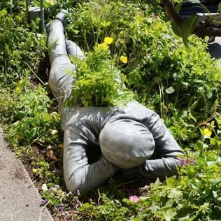 mannequins-city-street-art-installation-trolling-sculptor-artist-mark-jenkins-24-5d1317f88ce79__700