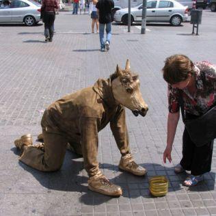 mannequins-city-street-art-installation-trolling-sculptor-artist-mark-jenkins-29-5d1318007e71b__700