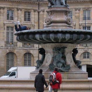 mannequins-city-street-art-installation-trolling-sculptor-artist-mark-jenkins-31-5d131805e8bc3__700