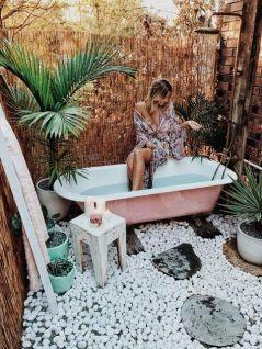 Une baignoire en extérieur (2)