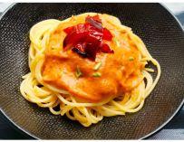 Les spaghettis sauce poivron rouge et lait de coco par Le Chameau Bleu