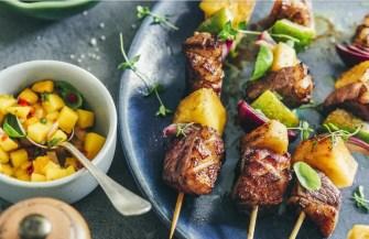 Brochettes de magret de canard à l'ananas et sa salsa de mangue