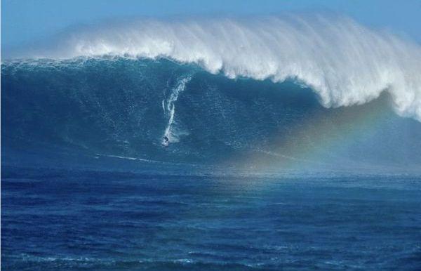 Hawaii: une houle gigantesque à Jaws !