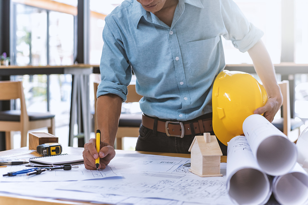How to Find a Contractor When Renovating a Home | Moving.com
