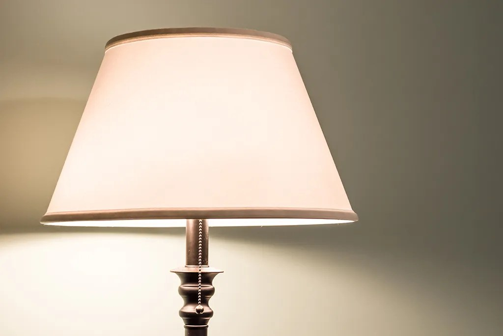 Here's How to Pack Lamps