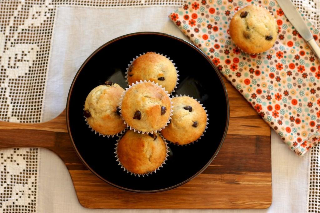 banana chocolate chip muffins | movita beaucoup