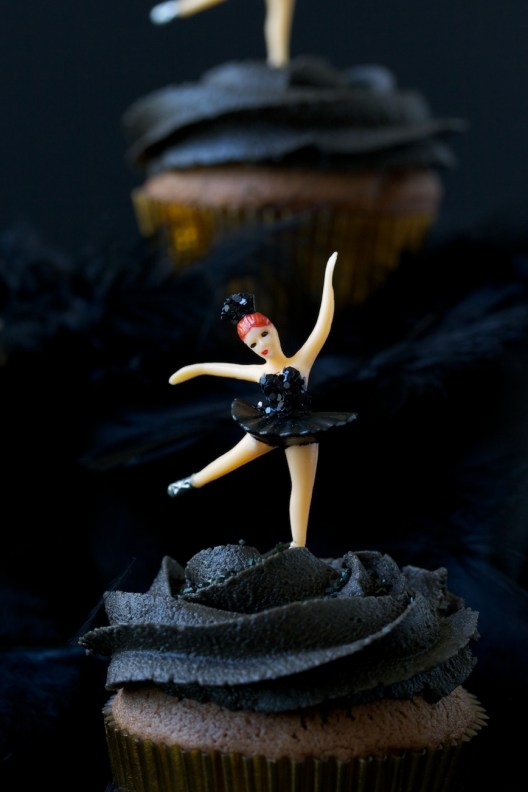black swan cupcakes | movita beaucoup