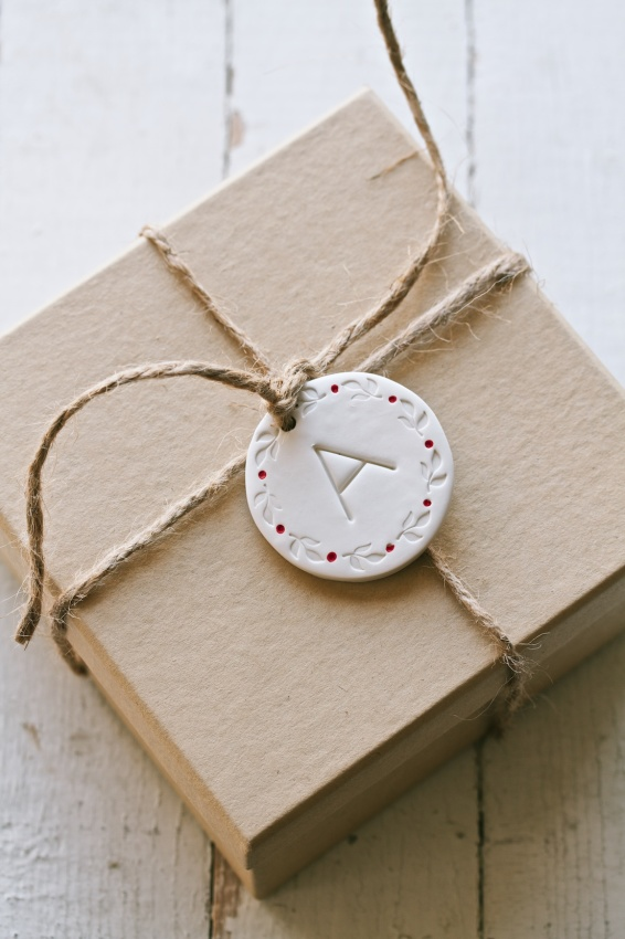 diy clay gift tags and ornaments   movita beaucoup