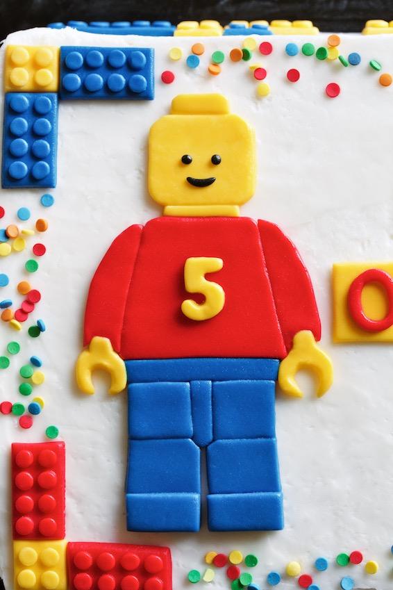 lego cake // fondant lego man // movita beaucoup