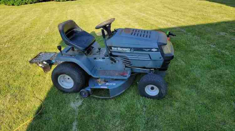 What Causes a Riding Lawn Mower to Cut Grass Unevenly