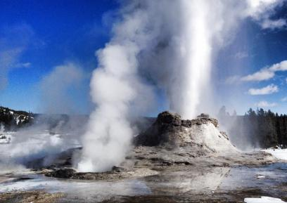 A major 50 minute eruption from Castle Geyser, February 2014. Tweeted by the US Department of the Interior, 2/26/14.