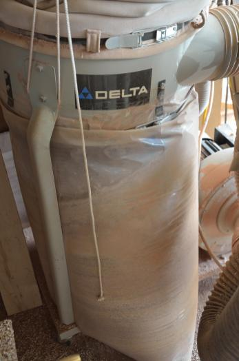 The big dust collector sits unused when I go to finish sanding.