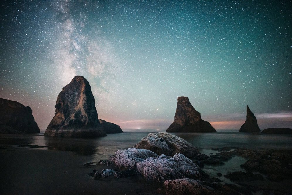 Amateur photographer Matthew Hanna won the Share The Experience photo contest night sky category for this beautiful pic of the Milky Way stretching above the seastacks at Oregon Islands National Wildlife Refuge. Spanning the Oregon coast, the wilderness islands and windswept headlands of Oregon Islands National Wildlife Refuge are celebrated for their abundant wildlife, rugged grandeur and amazing night skies. Photo by Matthew Hanna. Posted on Tumblr by the US Department of the Interior, 5/4/17.