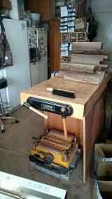 The work bench is filled with the Black Walnut processed a week ago ... needs to store somewhere. More short cuts have to find a temporary home.