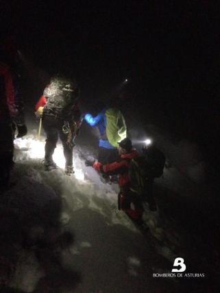 rescatados treinta excursionistas asturias