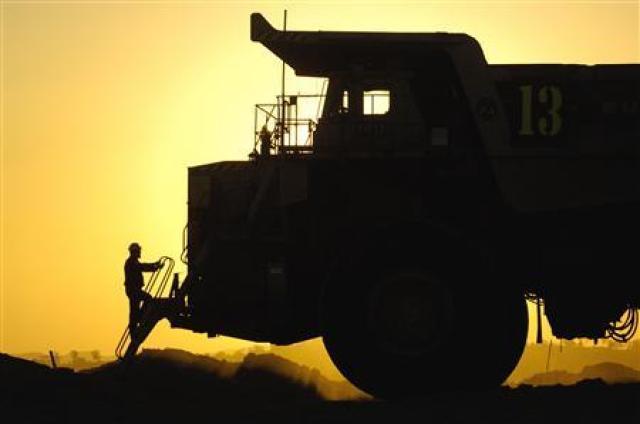 BHP Billiton ramps up iron ore battle with Rio Tinto