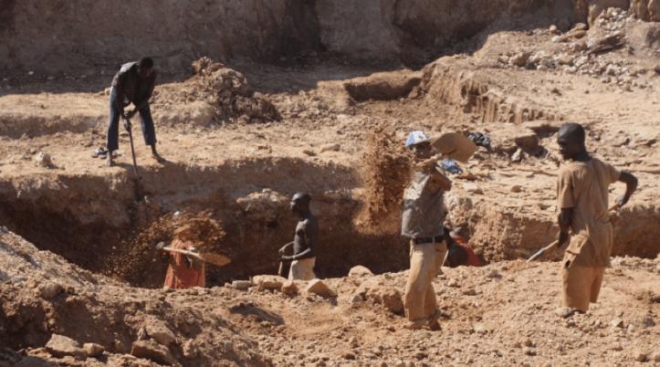 zimbabwe-diamond-firms-revolt-to-sue-govt-over-mining-ban