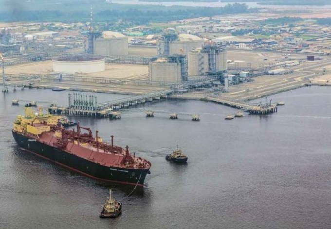 Angola-LNG-first-cargo-arrival-530x368
