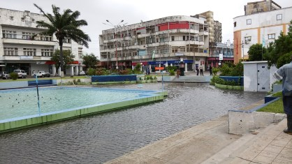 Praza da Justícia, Beira - flooded after the long awaited rain