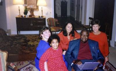 Oscar Peterson com a esposa Kelly, a filha Celine e Sabine Lovatelli, 1996