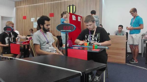 Nový národní rekord ve skládání Rubikovy kostky