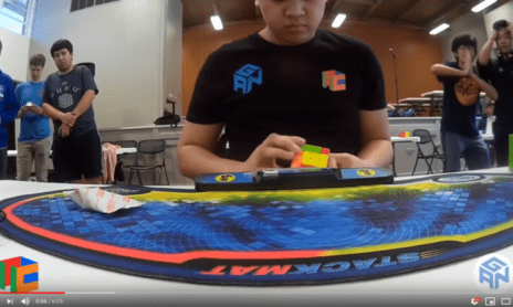 Rekord Rubikovy kostky 4x4x4
