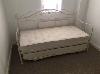 Laura Ashley Alice Daybed With Mattresses Excellent