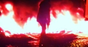 Artists set fire to tires in St. Petersburg for Ukraine protesters
