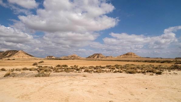 Un horizon sans fin ... quelques massifs isolés donnent au site un aspect surréaliste.