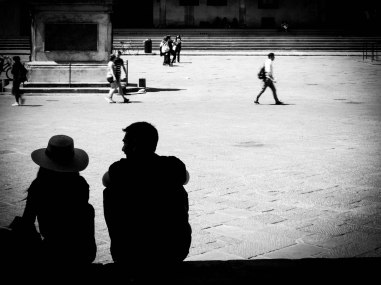 Quel confort que de photographier de dos ! ... mais ce qui m'intéressait ici, c'était d'avoir le couple en ombre chinoise sur un fond très lumineux.
